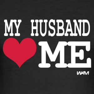 Negro my husband loves me by wam Camisetas - Camiseta ajustada hombre