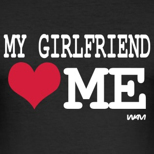 Schwarz my girlfriend loves me by wam T-Shirts - Männer Slim Fit T-Shirt