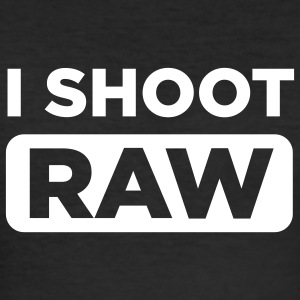 I SHOOT RAW Men Black - Männer Slim Fit T-Shirt