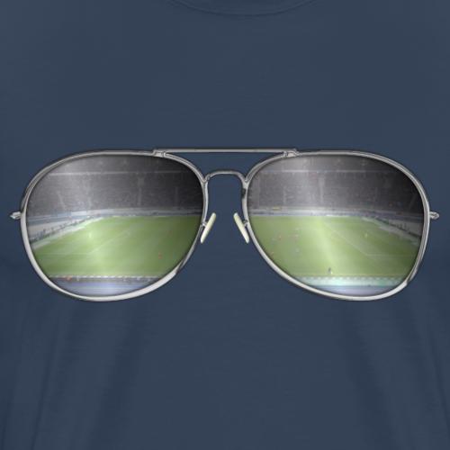 Sonnenbrille im Fußballstadion