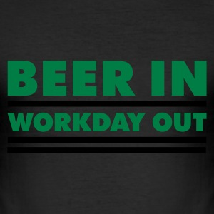 Beer in - Workday out 1_2c T-Shirts - Männer Slim Fit T-Shirt