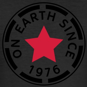 on earth since 1976 (fr) Tee shirts - Tee shirt près du corps Homme