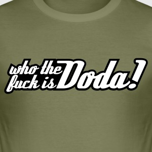 Olive WHO THE FUCK IS DODA T-Shirts - Männer Slim Fit T-Shirt