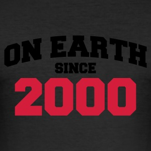 Eigelb on earth 2000 T-Shirts - Männer Slim Fit T-Shirt