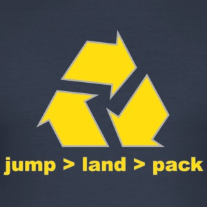 jump_land_pack_j-jumpers.de T-Shirts - Männer Slim Fit T-Shirt