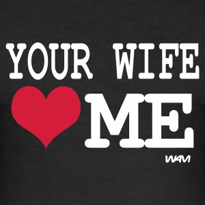 Svart your wife loves me by wam T-skjorter - Slim Fit T-skjorte for menn