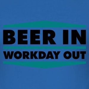 Beer in - Workday out 2_2c T-Shirts - Männer Slim Fit T-Shirt