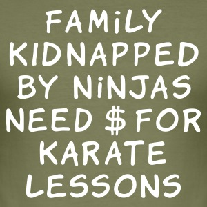 family kidnapped by ninjas need dollars for karate lessons - Miesten tyköistuva t-paita