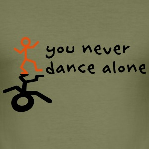You never dance alone T-Shirts - Männer Slim Fit T-Shirt
