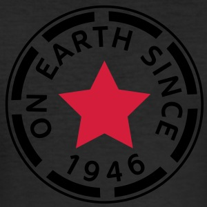 on earth since 1946 (fr) Tee shirts - Tee shirt près du corps Homme