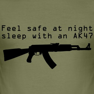 Feel safe at night, sleep with an AK47 - Tee shirt près du corps Homme