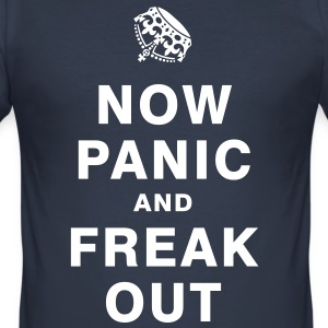 NOW PANIC AND FREAK OUT T-Shirts - Männer Slim Fit T-Shirt