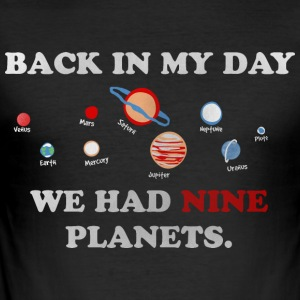 BACK IN MY DAY WE HAD 9 PlANETS - Männer Slim Fit T-Shirt
