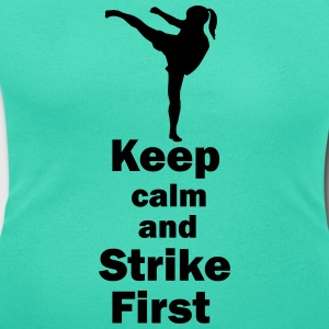 Keep calm and Strike First girl T-Shirts - Frauen T-Shirt mit U-Ausschnitt