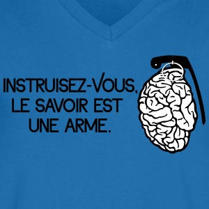 Le savoir est une arme - knowledge is a weapon T-Shirts - Men's V-Neck T-Shirt
