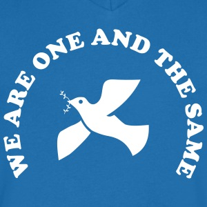 We are one and the same T-Shirts - Männer T-Shirt mit V-Ausschnitt