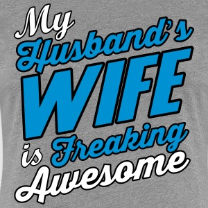 My husband's wife is freaking awesome T-Shirts - Frauen Premium T-Shirt