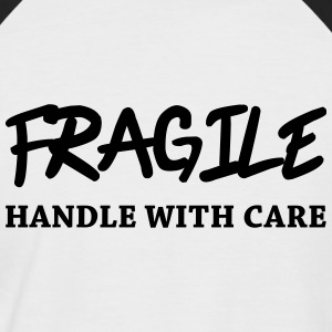 Fragile - Handle with care T-Shirts - Männer Baseball-T-Shirt