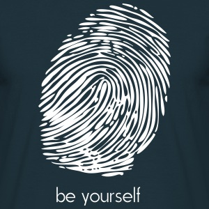 be yourself T-Shirts - Männer T-Shirt