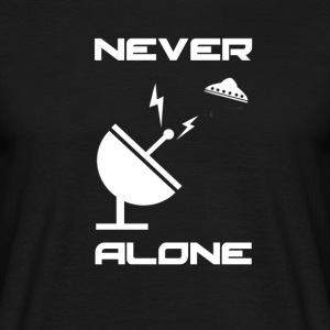 Never Alone - Männer T-Shirt