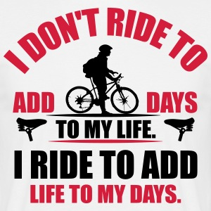 I ride to add life to my days T-Shirts - Männer T-Shirt