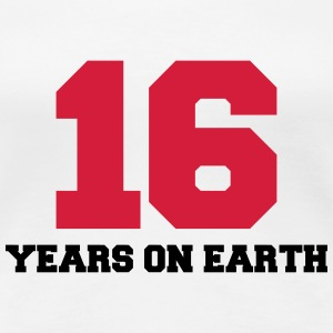 16 years on earth Camisetas - Camiseta premium mujer