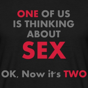 One of us is thinking about sex - Männer T-Shirt