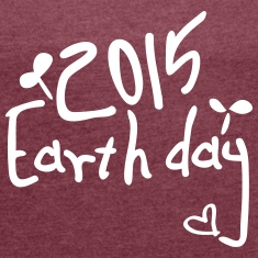 2015 eart hday save the tree Women's T-shirt wit
