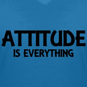 Attitude is everything T-Shirts - Frauen T-Shirt mit V-Ausschnitt