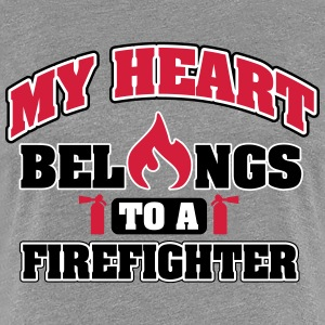 My heart belongs to a firefighter T-shirts - Vrouwen Premium T-shirt