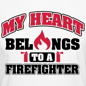 My heart belongs to a firefighter T-skjorter - Økologisk T-skjorte for kvinner