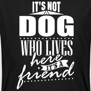 It's not a dog who lives here. It's a friend T-Shirts - Männer Bio-T-Shirt