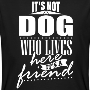 It's not a dog who lives here. It's a friend Camisetas - Camiseta ecológica hombre