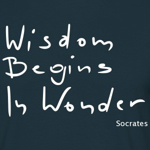 Wisdom begins in wonder - Men's T-Shirt