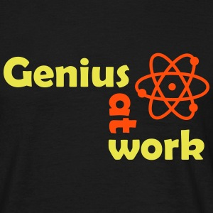 genius at work T-Shirts - Männer T-Shirt