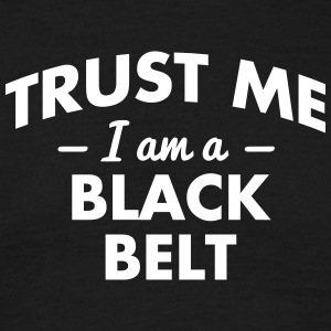 NEW trust me i am a black belt - Männer T-Shirt
