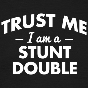 NEW trust me i am a stunt double - Männer T-Shirt