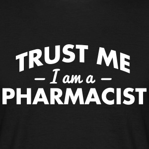 NEW trust me i am a pharmacist - Men's T-Shirt