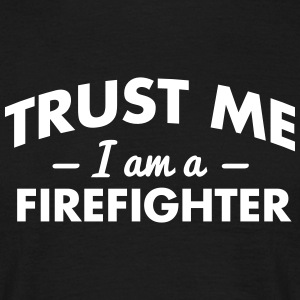 NEW trust me i am a firefighter - Männer T-Shirt
