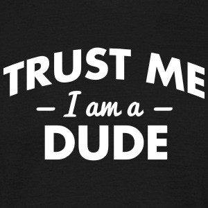NEW trust me i am a dude - Männer T-Shirt