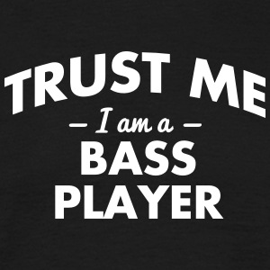 NEW trust me i am a bass player - Männer T-Shirt