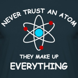 Never trust an atom T-shirts - Mannen T-shirt