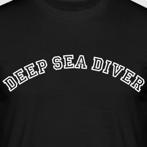 deep sea diver curved college style logo - Men's T-Shirt