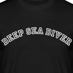 deep sea diver curved college style logo - Männer T-Shirt