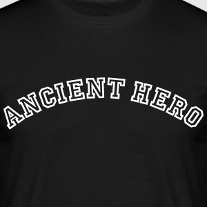 ancient hero curved college logo - Männer T-Shirt