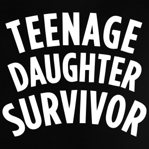 TEENAGE DAUGHTER SURVIVOR Skjorter - Baby-T-skjorte