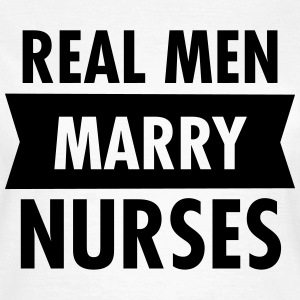 Real Men Marry Nurses Camisetas - Camiseta mujer