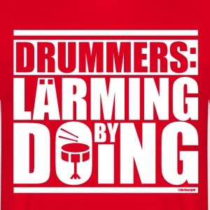 DRUMMERS: LÄRMING BY DOING - Männer T-Shirt