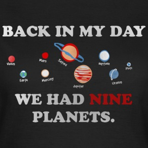 IN my day, we had 9 planets T-skjorter - T-skjorte for kvinner