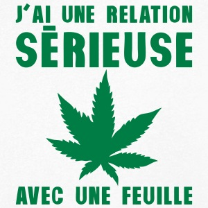 relation serieuse feuille cannabis drogu Tee shirts - T-shirt Homme col V